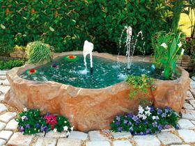 Bacini con bordo laghetto giardino bacino colorazione for Vasche vetroresina per laghetti