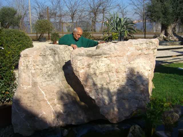 Monoliti roccie e manufatti esemplari for Laghetti nei giardini